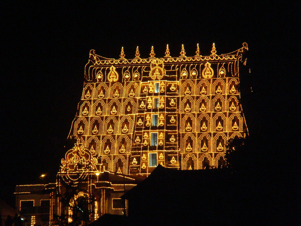 Padmanabhaswamy-temple-in-light
